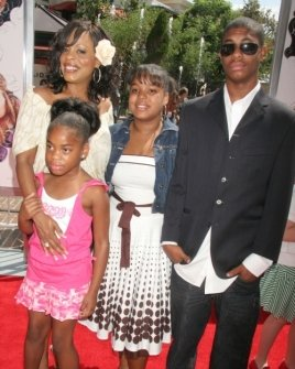 Niecy Nash and family
