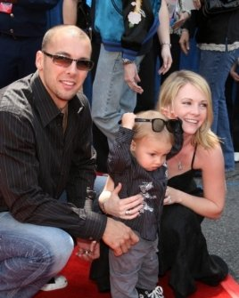 Mark Wilkerson and Melissa Joan Hart with their son Mason