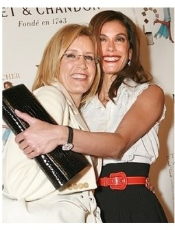 """Teri Hatcher's Book """"Burnt Toast and Other Philosophies of Life"""" Party:  Felicity Huffman and Teri Hatcher"""
